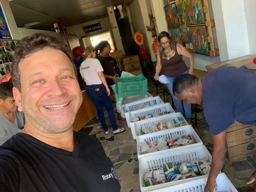 rotary-club-distribui-3-toneladas-de-alimentos-a-29-instituicoes-no-norte-e-noroeste-fluminense