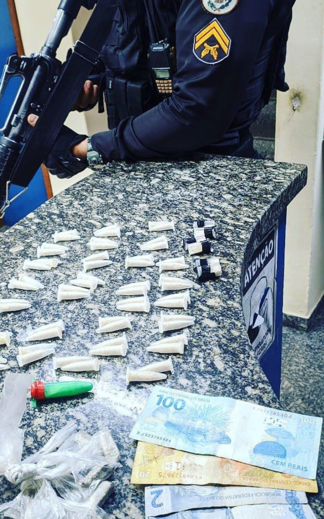policiais-do-36-bpm-prendem-dupla-por-trafico-de-drogas-em-santo-antonio-de-padua